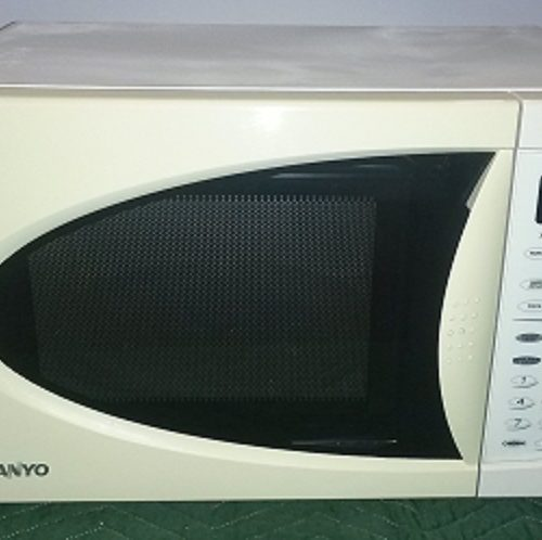 SANYO Microwave, White/Black