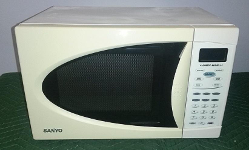 SANYO Microwave, White/Black