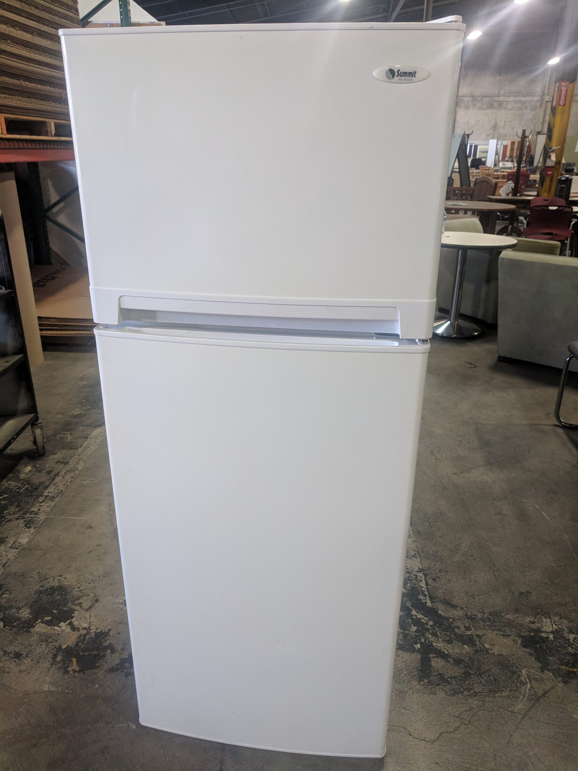 SUMMIT TOP FREEZER REFRIGERATOR, WHITE FINISH REFRIGERATOR, 24Wx29Dx59H