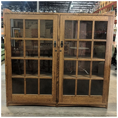 BOOKCASE W/DOORS, OAK WOOD BOOKCASE W/(3) SHELVES, (2) GLASS DOORS, SKELETON KEY, 64Wx13Dx60H