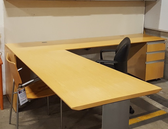 KNOLL RIGHT HAND L-DESK