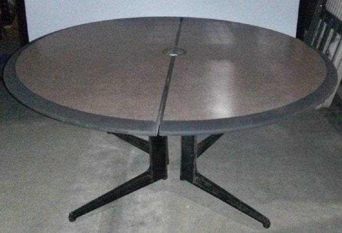 ROUND FOLDING UTILITY TABLE
