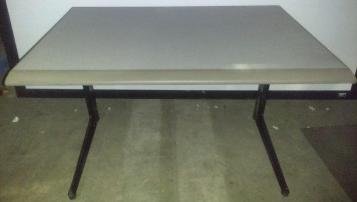 TUTOR FOLDING TABLE