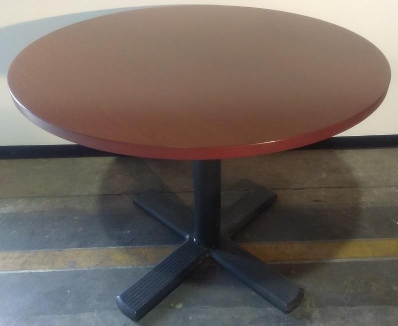 KNOLL VENEER ROUND TABLE