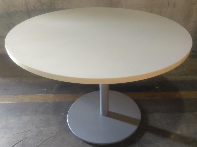 LAMINATE ROUND TABLE