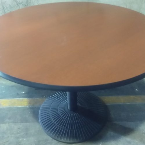 KNOLL LAMINATE ROUND TABLE