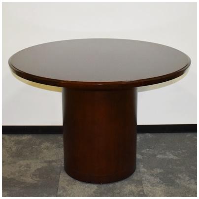 RED MAHOGANY ROUND TABLE