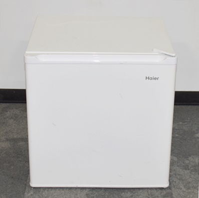 HAIER COMPACT REFRIGERATOR, FREEZER COMPARTMENT FOR ICE CUBE TRAYS, WHITE, 19Wx18Dx19H