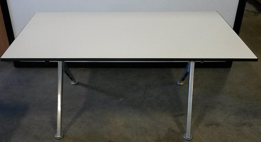 VECTA V-LEG FOLDING TABLE
