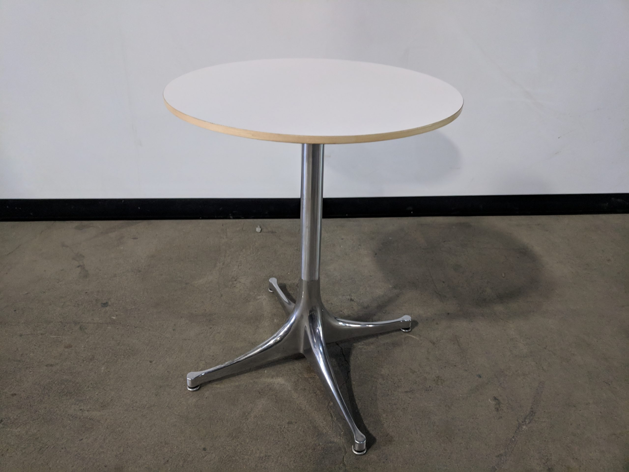 HERMAN MILLER SIDE TABLE ROUND