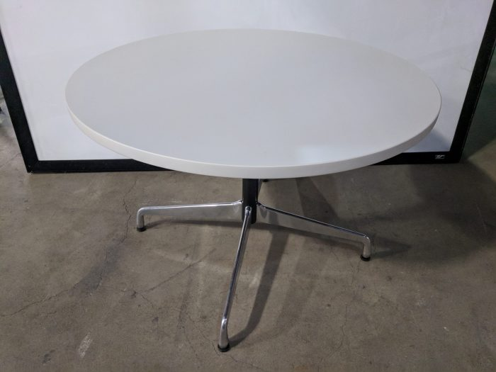 HERMAN MILLER EAMES ROUND TABLE